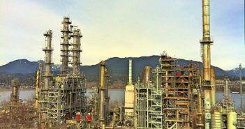 640px-oil_refinery_canada