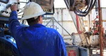 Williston_North_Dakota_Oil_Field_On_The_Rig_Deck_(5894085313)