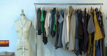 1024px-Clothes_rack
