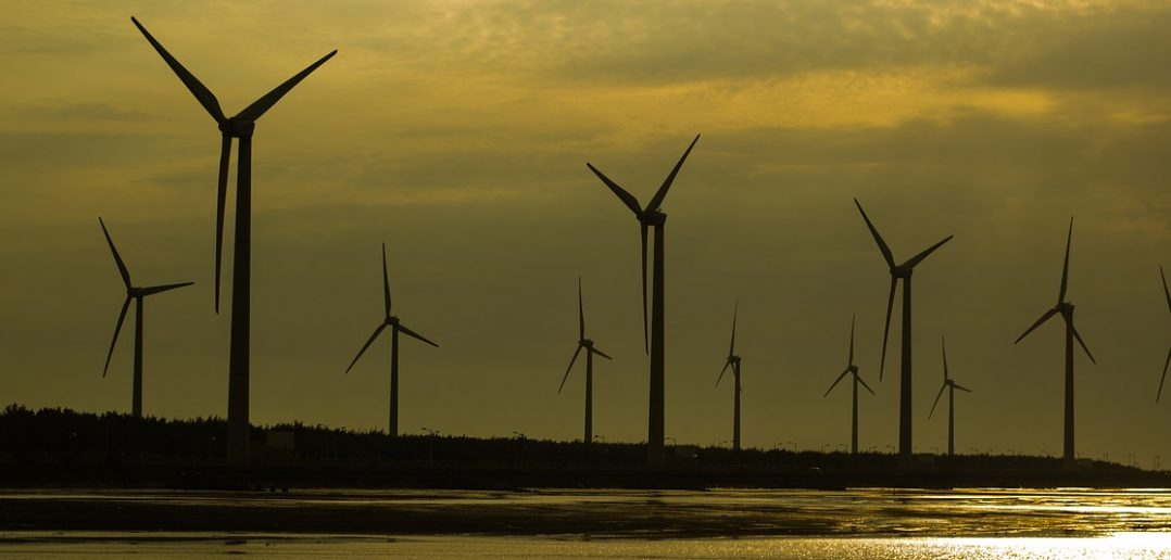 wind-turbine-on-sunset-2314620_1280
