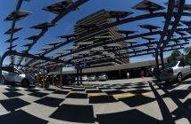 AFP/Archives / MARK RALSTON Parking de Los Angeles couvert de panneaux solaires qui génèrent de l'électricité pour des bureaux en face, le 4 août 2015