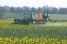 Crop_spraying_near_St_Mary_Bourne_-_geograph.org.uk_-_392462